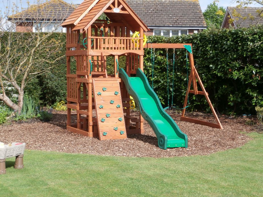 selwood highlander climbing frame installer. Black Bedroom Furniture Sets. Home Design Ideas