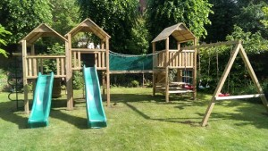 play set erection and build team